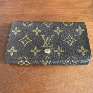 Vintage Louis Vuitton wallet - like new